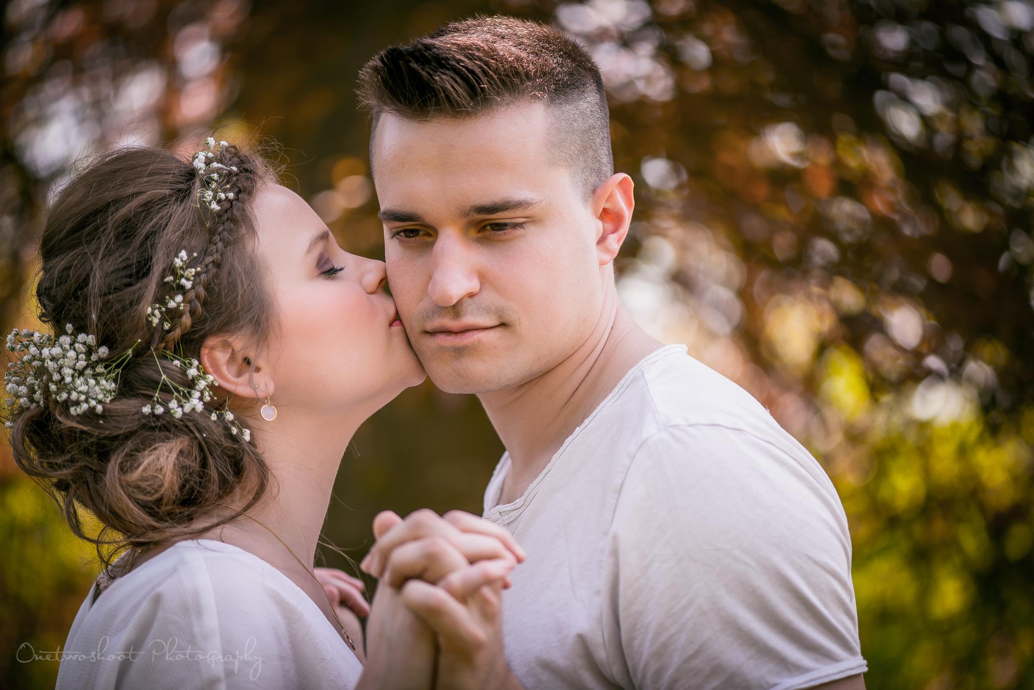 loveshoot Miek en Wesley in Park blauwendael Waasmunster door huwelijksfotograaf trouwfotograaf onetwoshoor huwelijksfotografie