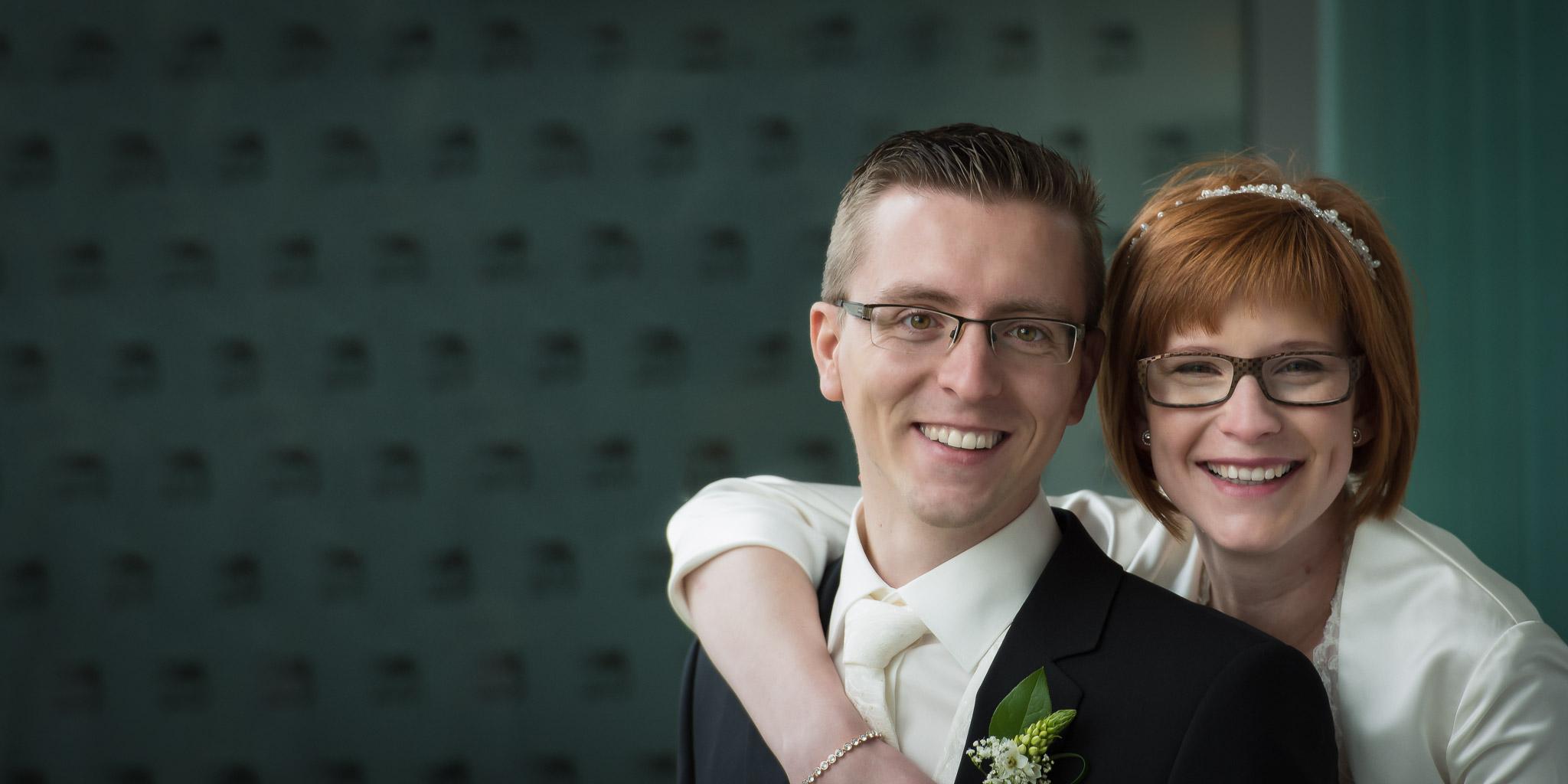 trouwfotograaf in Lokeren voor het bruidspaar Rianne en Kristof, foto genomen in de bibliotheek van Moerbeke-Waas